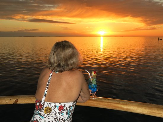 Captain Cook Cruises - Fiji Day & Dinner Cruises : Sunset cocktail