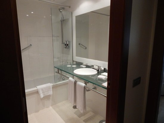 Four Points by Sheraton Barcelona Diagonal : Bathroom