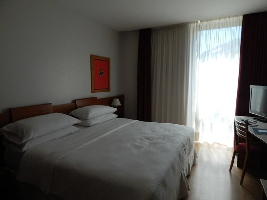 Four Points by Sheraton Barcelona Diagonal : Hotel room