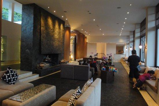 Padma Hotel Bandung: grand lobby