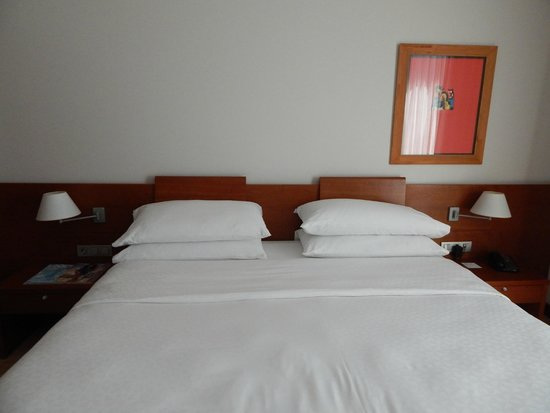 Four Points by Sheraton Barcelona Diagonal: Hotel room