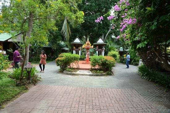 World Resort Bungalow : Garden