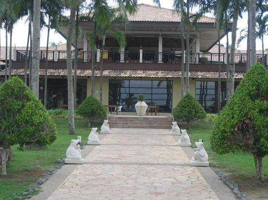 Nirwana Gardens - Nirwana Resort Hotel: From pool looking towards main hotel