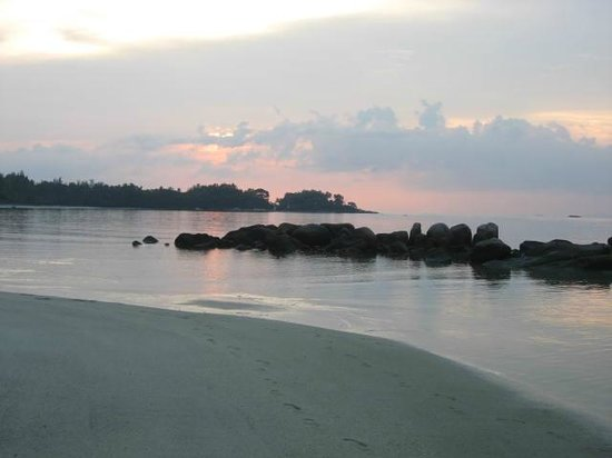Nirwana Gardens - Nirwana Resort Hotel : Beach at sunset