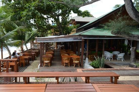 World Resort Bungalow : restaurant at the beach