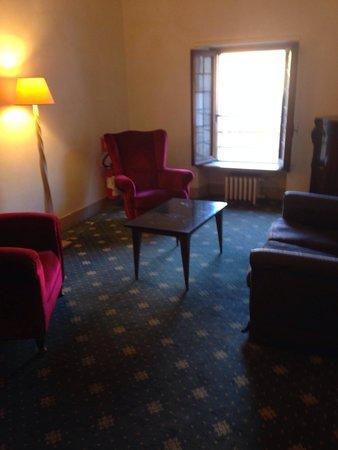 Hotel Columbus: Salottino al terzo piano.