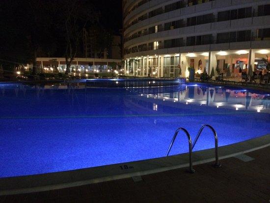 Hotel Riu Helios: Small pool at night