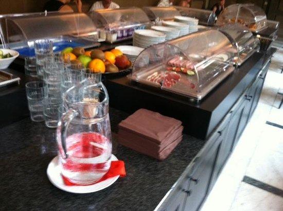 Flanders Hotel : Breakfast