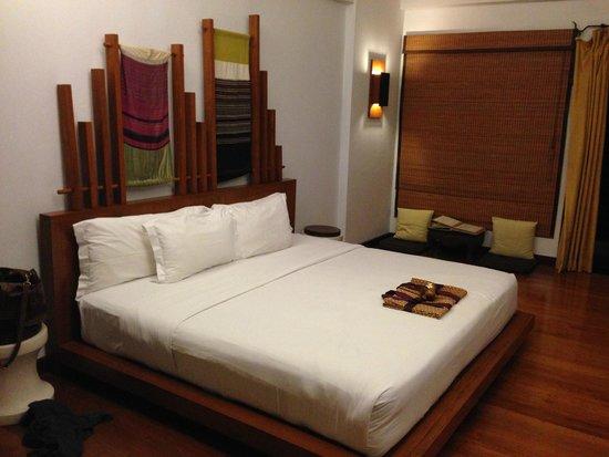 The Kala Samui: Huge King-size bed