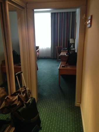 Moscow Marriott Grand Hotel: view room from entrance