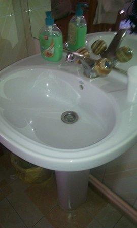 Hostal Casa Bueno: Lavabo chambre