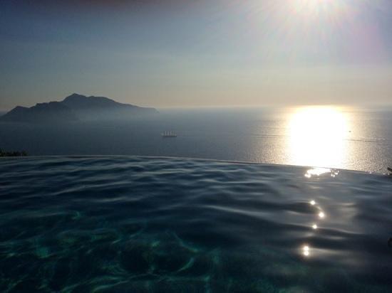 Relais Blu Belvedere: capri depuis la piscine