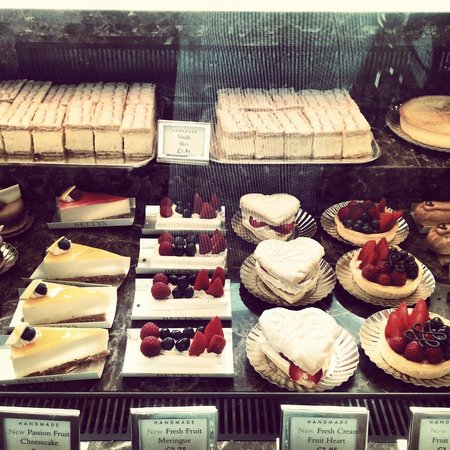 Bettys Cafe Tea Rooms: Cakes galore.