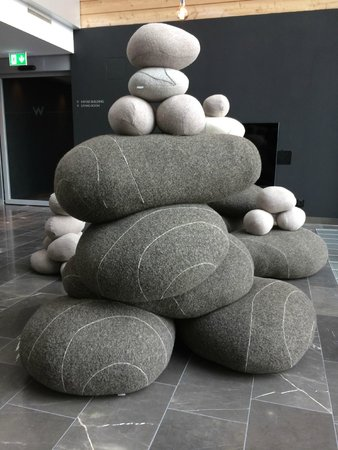 W Verbier : Rock pillows