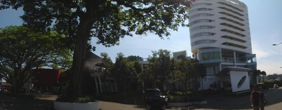 Sensa Hotel: hotel view from street