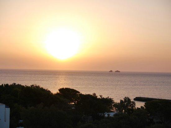 Nostos Studios : coucher de soleil de notre terrasse