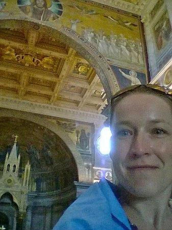 Abbazia di San Paolo fuori le Mura: blue cloth selfie