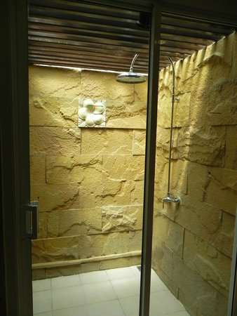 Andaman White Beach Resort: Bathroom