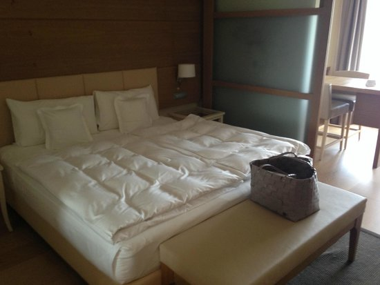 Napura Art & Design Hotel: bed