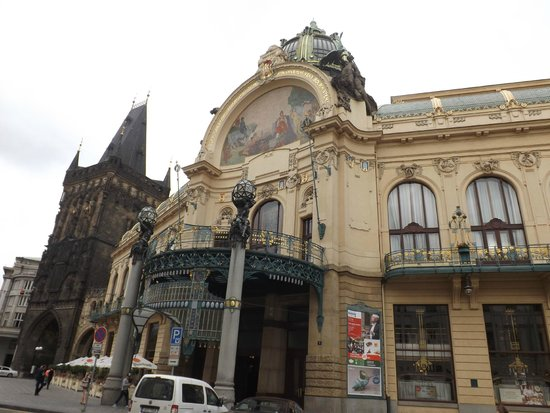 National Marionette Theatre: Дворец для кукол