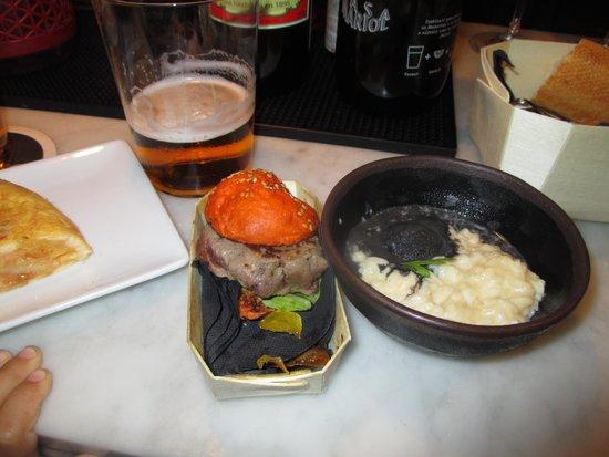 a fuego negro: Miniburguer kobe y arroz idiazabal