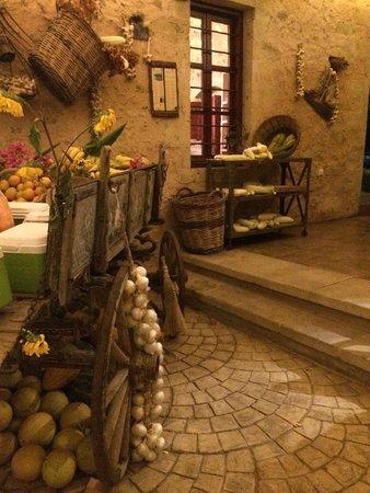 Grambousa: il buffet dei dolci e della frutta
