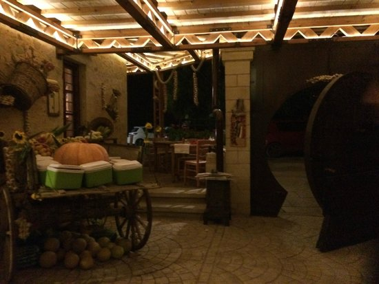 Grambousa: l'ingresso del ristorante