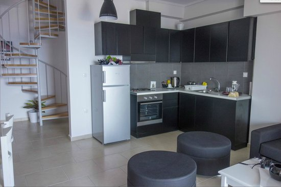 Hotel Thea - Studios & Suites: Coin cuisine salon