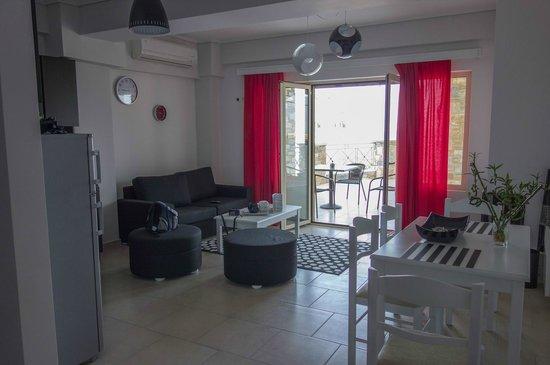 Hotel Thea - Studios & Suites: Vue du salon