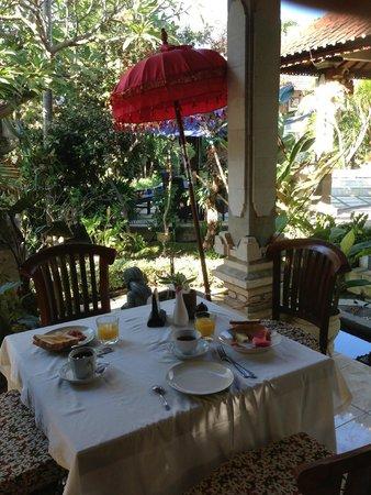 Suma Hotel Lovina Beach : La salle de restaurant