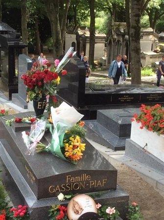 Cimetière du Père-Lachaise : tombe d edith piaf