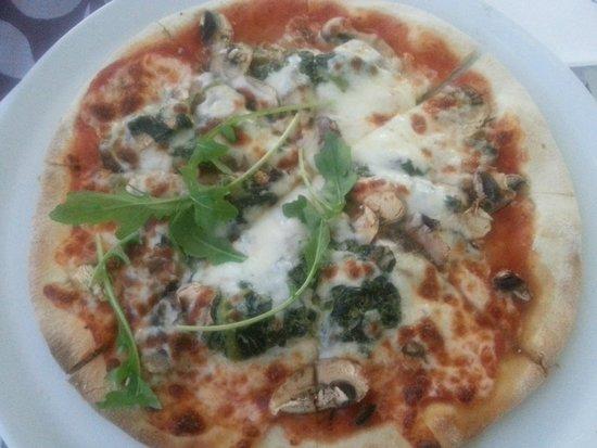 Pizza na Pedra: Piza de Espinafres, Cogumelos e Amêndoas