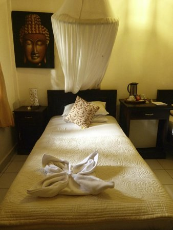 Suma Hotel Lovina Beach : Notre chambre (standard avec lits jumeaux)