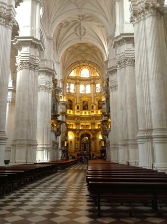 Cathedral and Royal Chapel: The nave