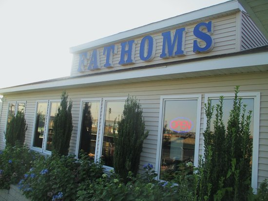 Fathoms Bar and Grille : Exterior View