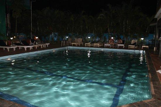 วิลลาอันจูนา: бассейн