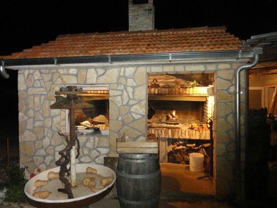 Stari Grad, Croacia: Grill