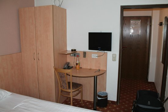 CENTRAL Hotel Düsseldorf : Habitación