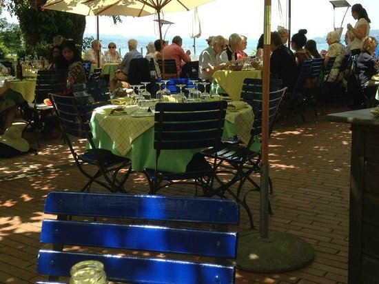 Schiff Hotel Restaurant Bar: Agreeable environment close to a lake