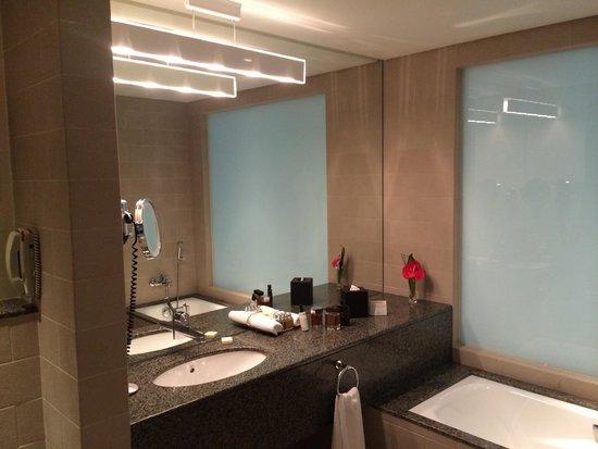 Grand Millennium Al Wahda: Toilet