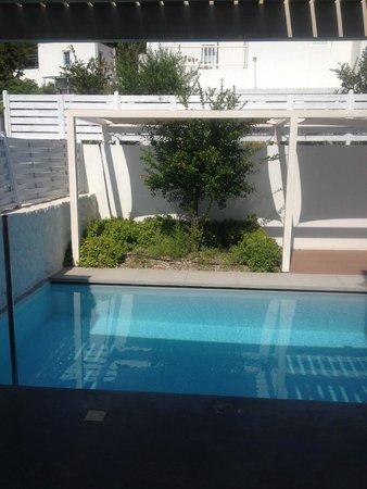 Patmos Aktis Suites & Spa: Vue sur la piscine
