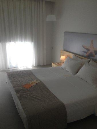 Patmos Aktis Suites & Spa: Chambre à coucher rez-de-chaussée