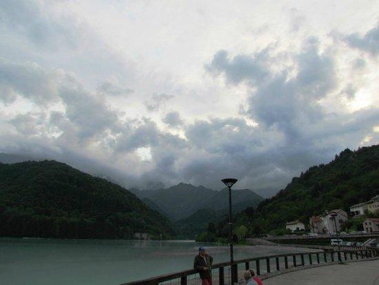 Trail of Lake Barcis : lake view