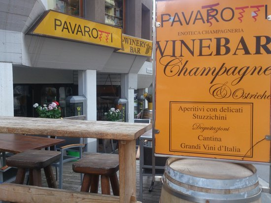 Pavarotti & Friends: St. Moritz - Pavarotti Winery Bar - terrace