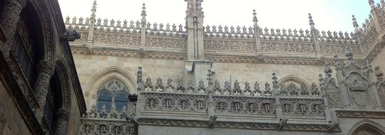 Catedral y Capilla Real: The decorative stone carvings