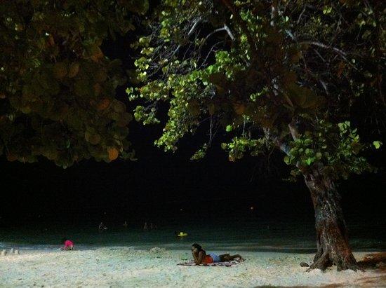 St. Anne Beach: La nuit