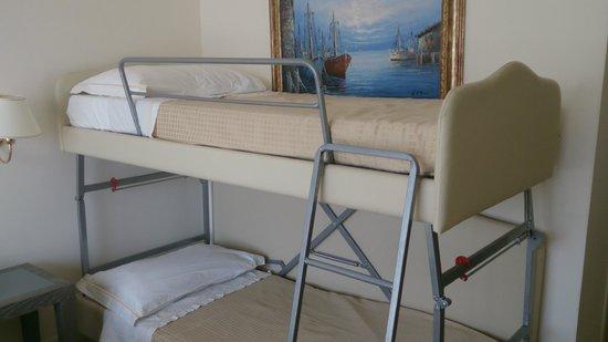 Hotel Metropolitan: Zustell Stockbett