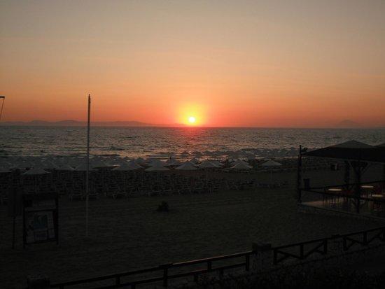 Aldemar Olympian Village: Cena con tramonto sul mare
