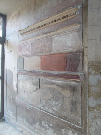 """Ruins of Herculaneum: """"first style"""" painting decoration, Samnite House"""