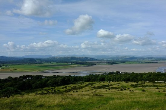 Арнсайд, UK: The Kent estuary from Arnside Knott